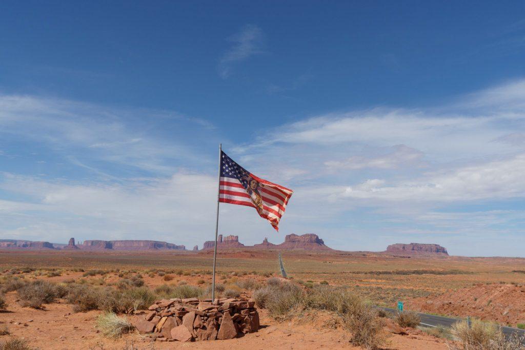 Navajo flag, road 163